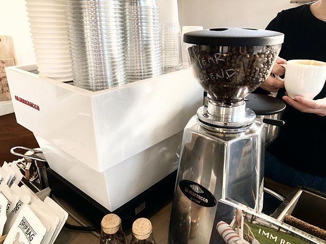長い休暇も終わり、本日から営業してます🤗期間限定でエスプレッソBeansが『NewYearBlend』になってます😶️クリーンでスウィートなマウスフィールの良い仕上り!アフターテイストまで続く独特な風味はクセになります️忙しい年の初めにゆっくりと楽しめるコーヒーをぜひ飲みに来てください