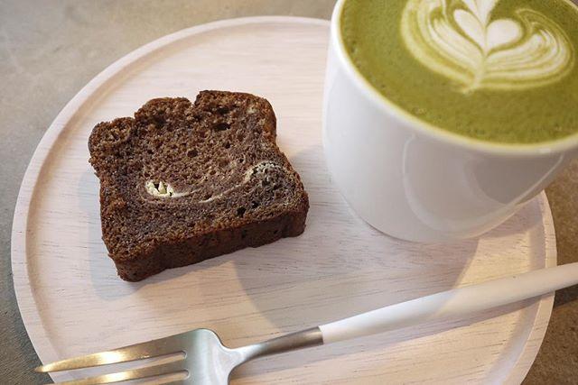 espresso & cheese bread..昨日成人式を迎えられた皆様、おめでとうございます.錦帯橋でも、振袖の方がちらほら。昨日が雨じゃなくてよかった〜....大人になったらブラック!!!なんてことはないです。.ミルクが合う豆、甘味で個性が引き立つ豆、いろいろあります。アレンジコーヒーだって、美味しい。...ずいぶん前、何気なくそこにあったハチミツを入れてコーヒーを飲んだとき、.それまで感じられなかった(感じようともしなかった)ナッツの香りがふわ〜っとしたのを覚えています。.おもしろい!と思いました。.そんな感じで、immがコーヒーに興味をもってもらえるきっかけになれたら。...店頭でも、お豆の特徴などをいろいろと活字にしてはいますが、.ベリー?ナッツ?アフターテイスト?なんじゃそれは?ならそれで、いいと思います。構えずに、来てください..飲んでみて初めて感じることっていろいろありますし、.いつものスーパーのコーヒーと違う!からで、大丈夫です。..お店としても、できるかぎり、わかりやすくご提案できるように考えてゆきます️...というわけで。。.本日のimmはゆったりと。かなりゆったりとしております。。笑.お待ちしております️